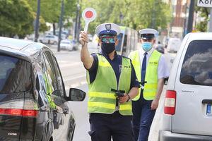 Jeden stracił prawo jazdy za przekroczenie prędkości, drugi pijany, kierował pomimo braku uprawnień