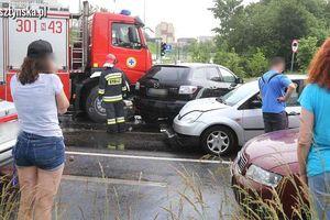 Na ulicy Pstrowskiego w Olsztynie zderzyło się siedem pojazdów [ZDJĘCIA]
