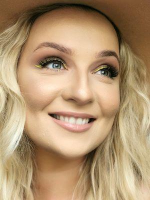Magdalena Augustyniak o trendach w letnim makijażu: wracają lata 80.