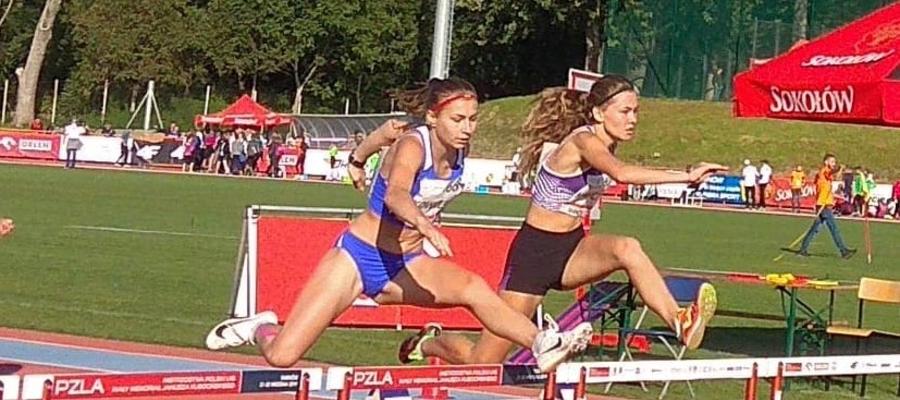 Ola Kowalska (Orka Iława Athletics, z lewej strony)