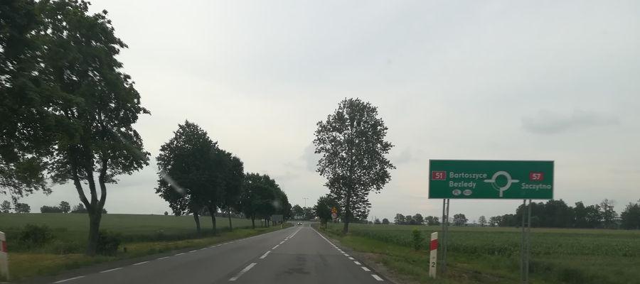 Droga krajowa nr 51 w pobliżu miejscowości Osieka w powiecie bartoszyckim