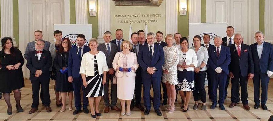 """Karol Kania (piąty z prawej) w Instytucie Kultury i Dziedzictwa Wsi wśród osób, które otrzymały Honorowe Odznaki """"Zasłużony dla Rolnictwa"""""""