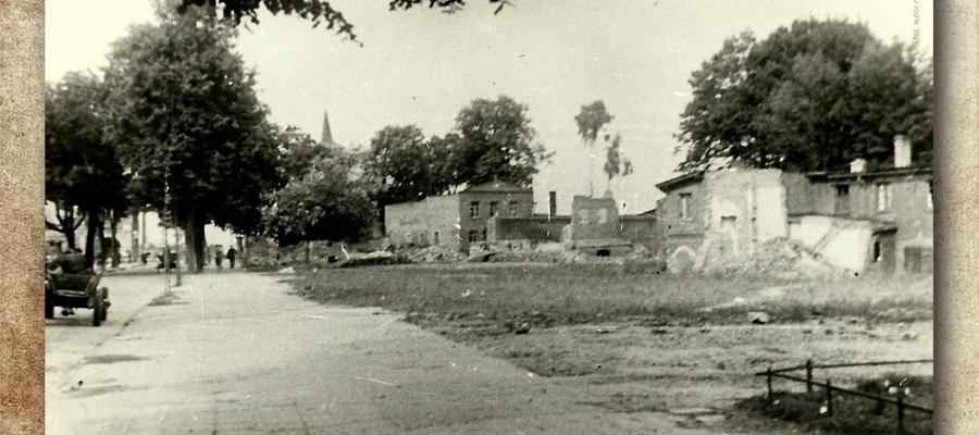 Fragment plakatu — tak wyglądała ulica Niepodległości w Iławie po II wojnie światowej