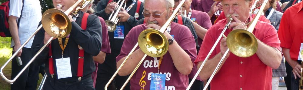 Zdjęcie ilustracyjne — parada jazzowa podczas Złotej Tarki 2013