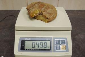 Rosjanin chciał przemycić ponad 1,5 kg bursztynu. Ukrył go między ubraniami [ZDJĘCIA]