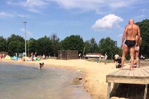 Piach dowieziony, plaża wyrównana, ratownicy czuwają