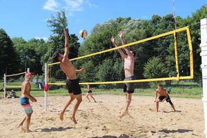 W Górowie Iławeckim zagrali na piasku i wsparli chorego Ksawerego
