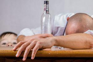 """Kompletnie pijani rodzice """"opiekowali się"""" dwójką dzieci w Olsztynie"""
