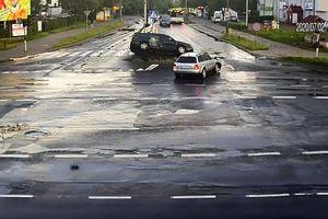 Dwa samochody zderzyły się na skrzyżowaniu ul. Żołnierskiej z Dworcową [WIDEO]