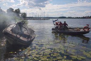 Dramatyczna akcja na Jeziorze Drwęckim. Wybuch na łodzi pełnej dzieci