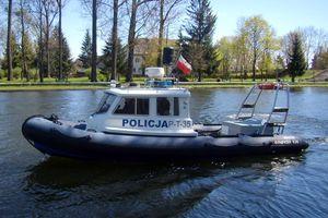 Policjanci apelują: Wypoczywajmy bezpiecznie nad wodą!