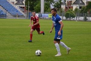 Sokół Ostróda w Kołobrzegu zagra z Kotwicą, Kormoran Zwierzewo u siebie z Błękitnymi Pasym
