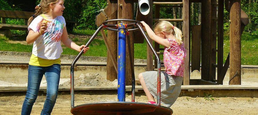 Hałas dobiegający z placu zabaw bywa źródłem sąsiedzkich konfliktów