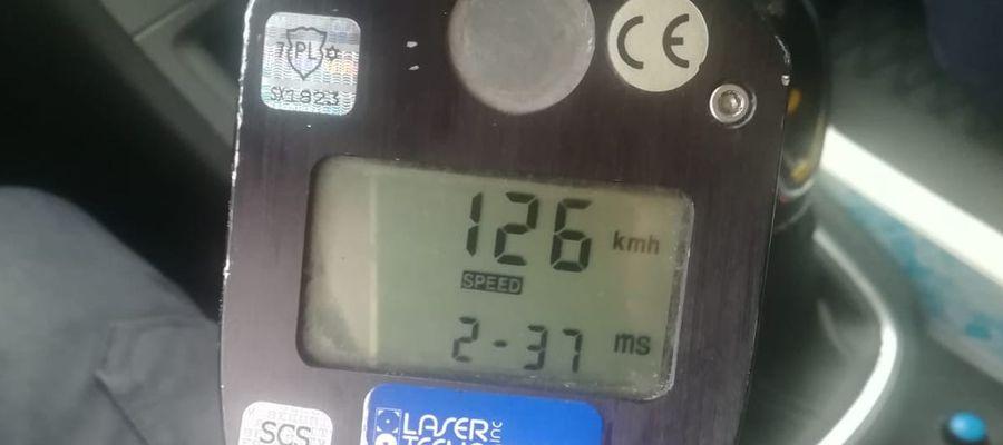 Mężczyzna w terenie zabudowanym jechał z prędkością 126 km/h