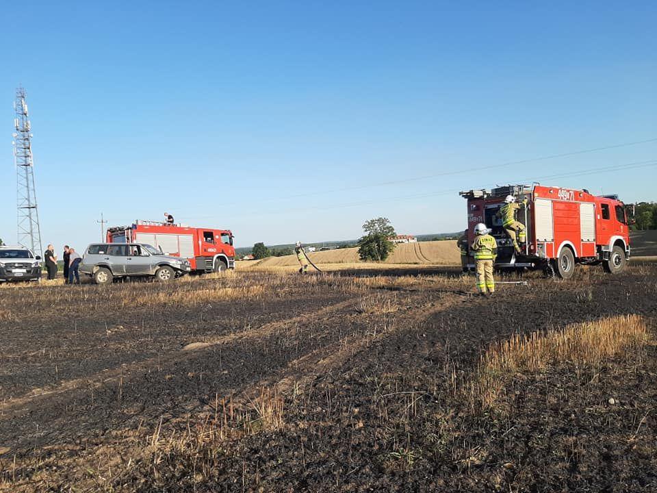 Pożar ścierniska i bel słomy w okolicy Rynu, pożar objął ok. 50 ha