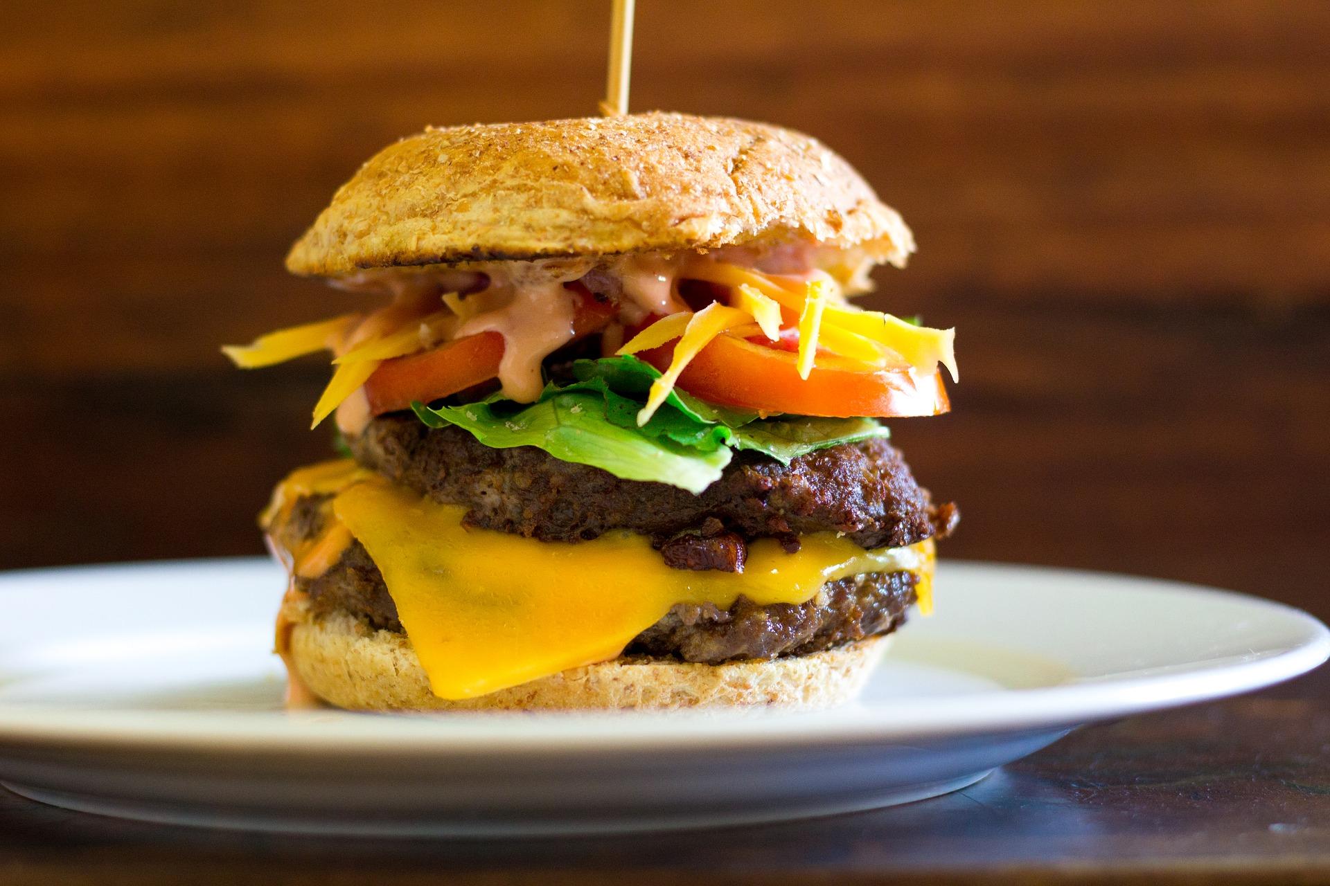 https://m.wm.pl/2020/08/orig/burger-4152013-1920-644251.jpg