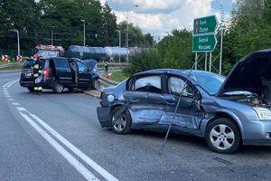 Zderzenie dwóch samochodów w Ostródzie [ZDJĘCIA]