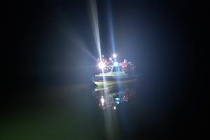 Nocne poszukiwania na Jezioraku, ktoś wystrzelił racę. Fałszywy alarm?