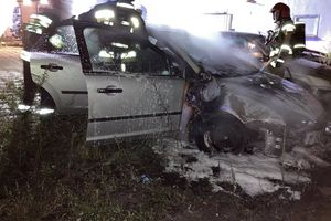 Strażacy ugasili płonące auto [ZDJĘCIA]