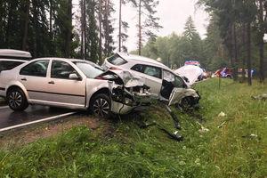 Zderzenie trzech pojazdów na DK53. Jedna osoba trafiła do szpitala