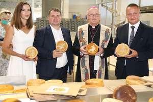 Otwarcie nowego zakładu Piekarni Tyrolskiej w Barczewie. Wypieką Warmiński Chleb Pielgrzyma [ZDJĘCIA]