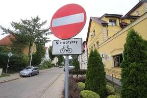 Bezpieczna droga do szkoły. Czy taka jest możliwa na alei Przyjaciół w Olsztynie?