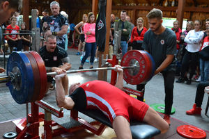 Sztanga o wadze 260 kilogramów poszła w górę na zawodach w Kajkowie [ZDJĘCIA]