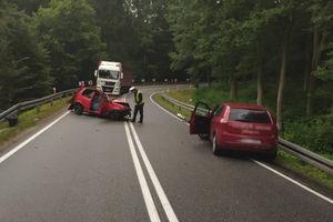 Cztery osoby ranne w wypadku na DK51. Droga zablokowana