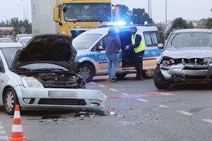 Jedna osoba poszkodowana w wyniku zderzenia dwóch samochodów w Olsztynie [ZDJĘCIA]