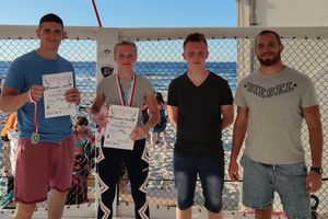 Wojownicy MMA Team Ostróda na medal pobili się na plaży w Stegnie