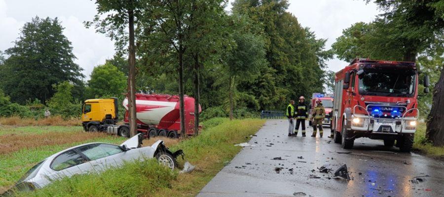 Zderzenie dwóch osobówek z samochodem ciężarowym [ZDJĘCIA]