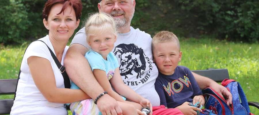 Edyta i Łukasz Lawera z dziećmi