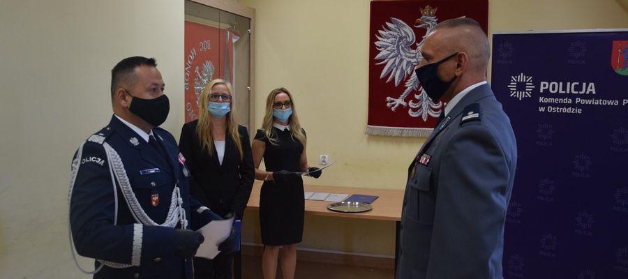 Podczas święta policji komendant KPP Ostróda odebrał gratulacje od komendanta wojewódzkiego