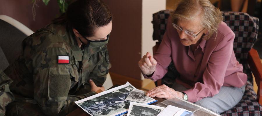Sanitariuszka Barbara Burczyńska opowiedziała żołnierzom o swoich przeżyciach
