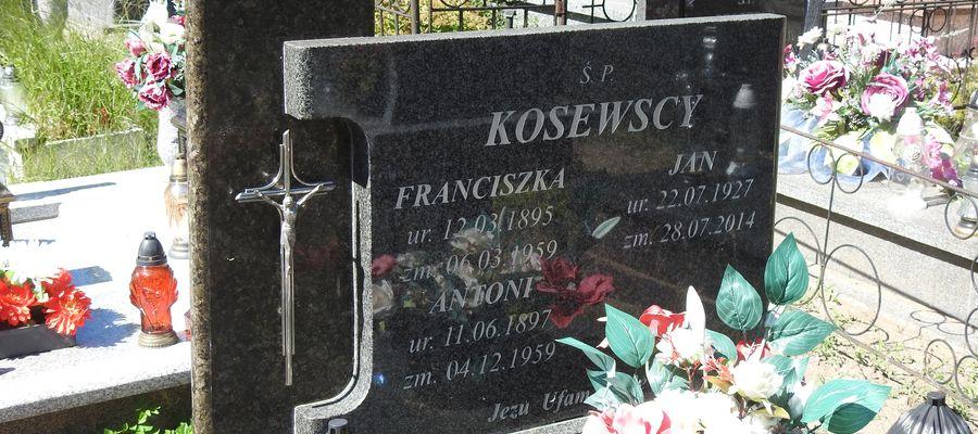 Grób Antoniego Kosewskiego. jego żony i syna
