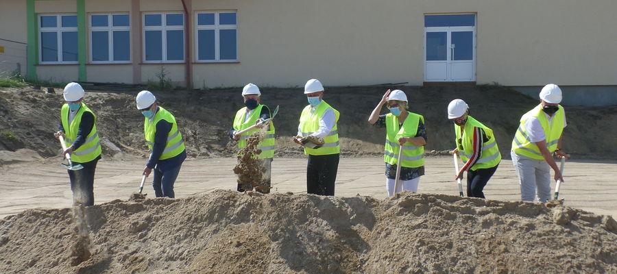 Wbicie łopaty pod rozbudowę Centrum Edukacyjno-Rehabilitacyjno-Zawodowego w Biskupcu