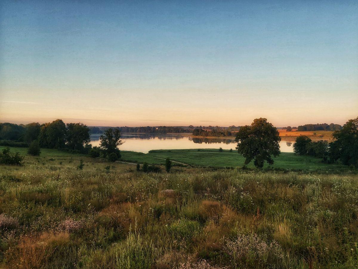 Poranek nad jeziorem Bartąg