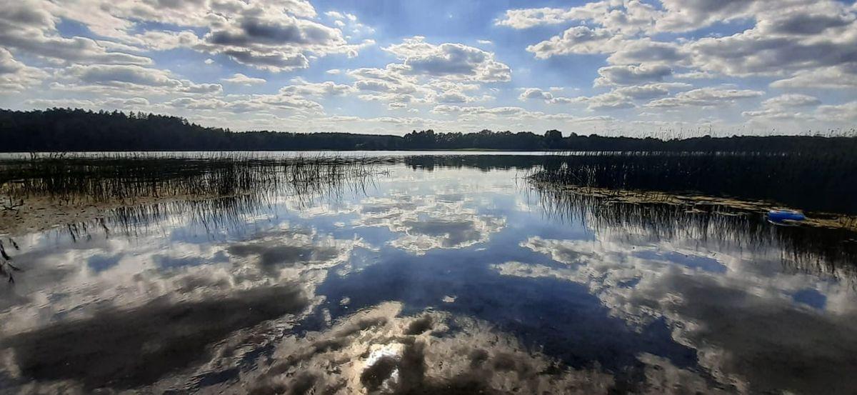 Jezioro Piłakno niedaleko wsi Rybno