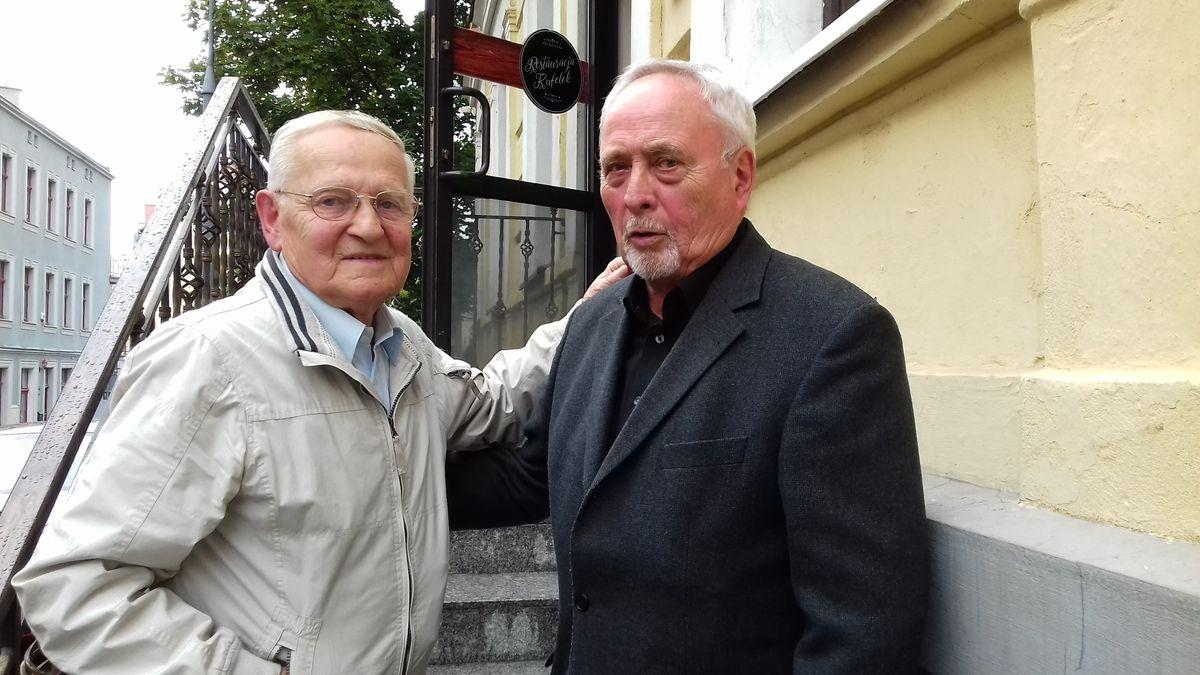 Otto Tuszyński (z lewej) z Klausem  Ollechem