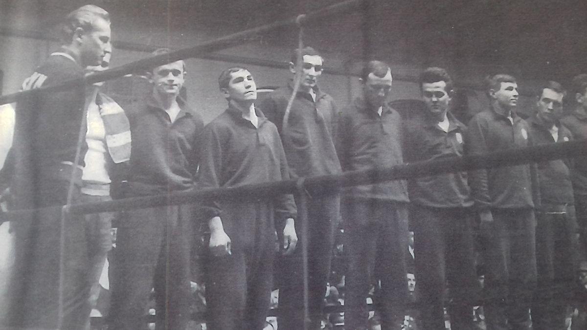 Drużyna Budowlanych w czasach świetności. Trener Otto Tuszyński pierwszy z lewej. Klaus Ollech trzeci z prawej