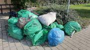 W Durągu dzieci sprzątnęły świat, a śmieci na przystanku leżą od tygodnia