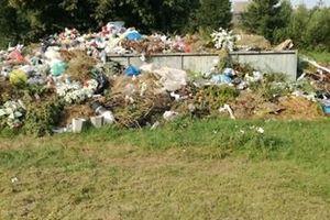 Śmieci na Cmentarzu Parafialnym w Janowie