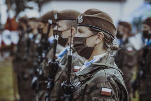 Żołnierze Wojsk Obrony Terytorialnej wspierają pracę ełckiej służby zdrowia