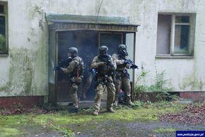 Desant i ewakuacja ze śmigłowca. Ćwiczenia kontrterrorystów pod Olsztynem [ZDJĘCIA, VIDEO]