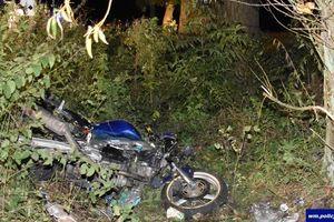 17-latek uderzył motocyklem w drzewo. Mimo podjętej reanimacji zmarł