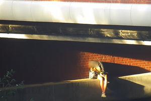 Pijana kobieta zasnęła w Parku Centralnym. Mogła wpaść do rzeki