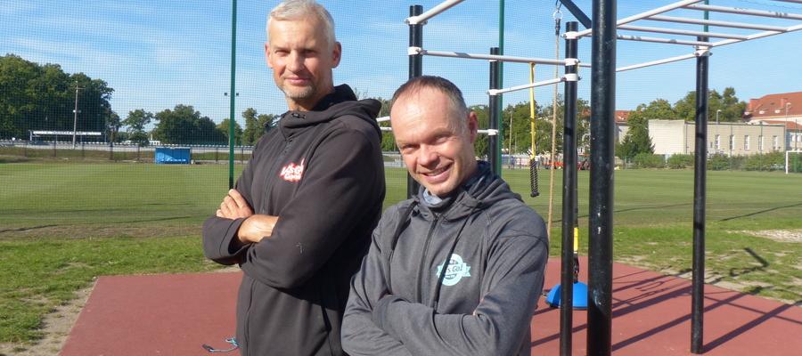 Sławomir Banacki (z lewej) i Radosław Burza zapraszają na treningi do Lets Go 40+