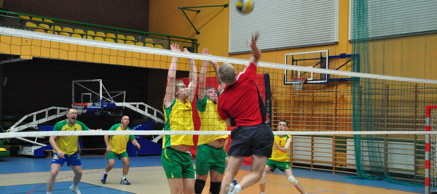 Zdjęcie ilustracyjne — 21 listopada 2011, mecz Iławskiej Ligi Siatkówki Amatorskiej
