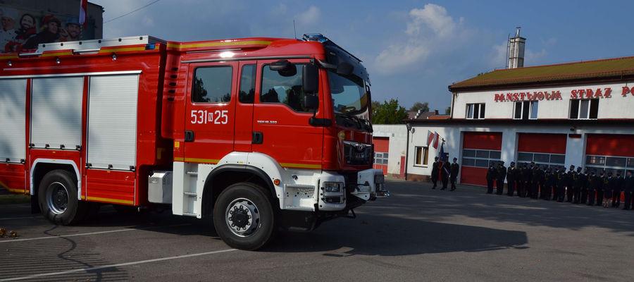 Ostródzcy strażacy otrzymali nowy wóz bojowy, który kosztował blisko 1,2 mln zł