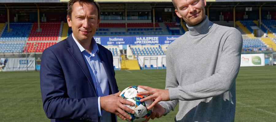 Po lewej prezes WMZPN Marek Łukiewski, po prawej prezes fundacji Kormoran Piotr Duliszewski.